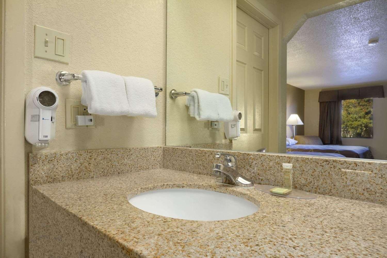 Room - Super 8 Hotel Monroe