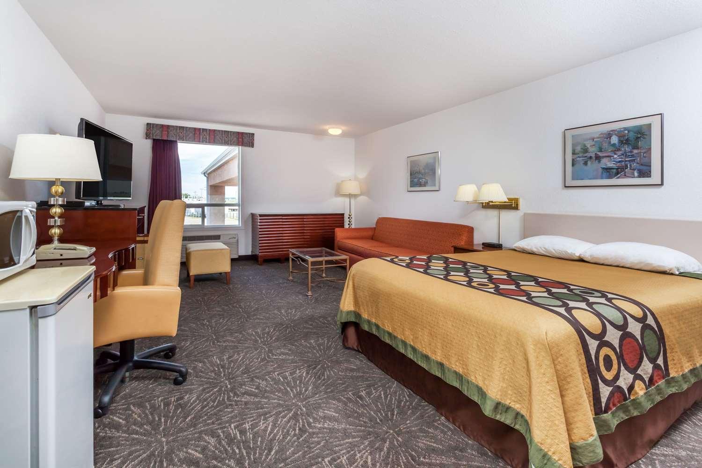 Suite - Super 8 Hotel Taber