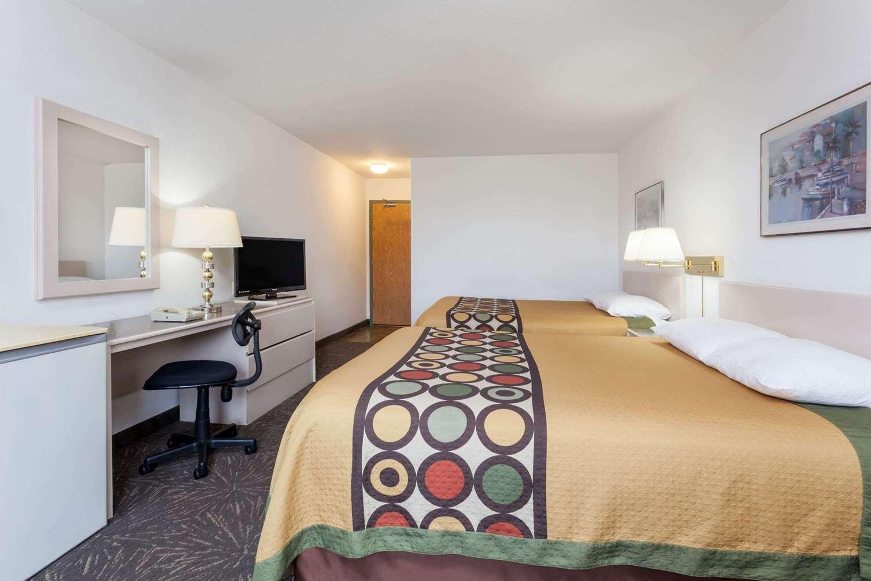 Room - Super 8 Hotel Taber