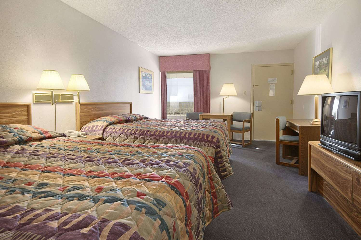 Room - Ramada Inn Sterling