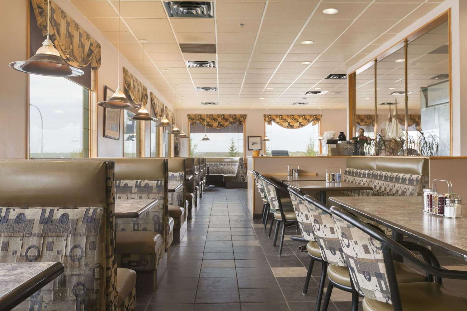 Restaurant - Super 8 Hotel Drayton Valley