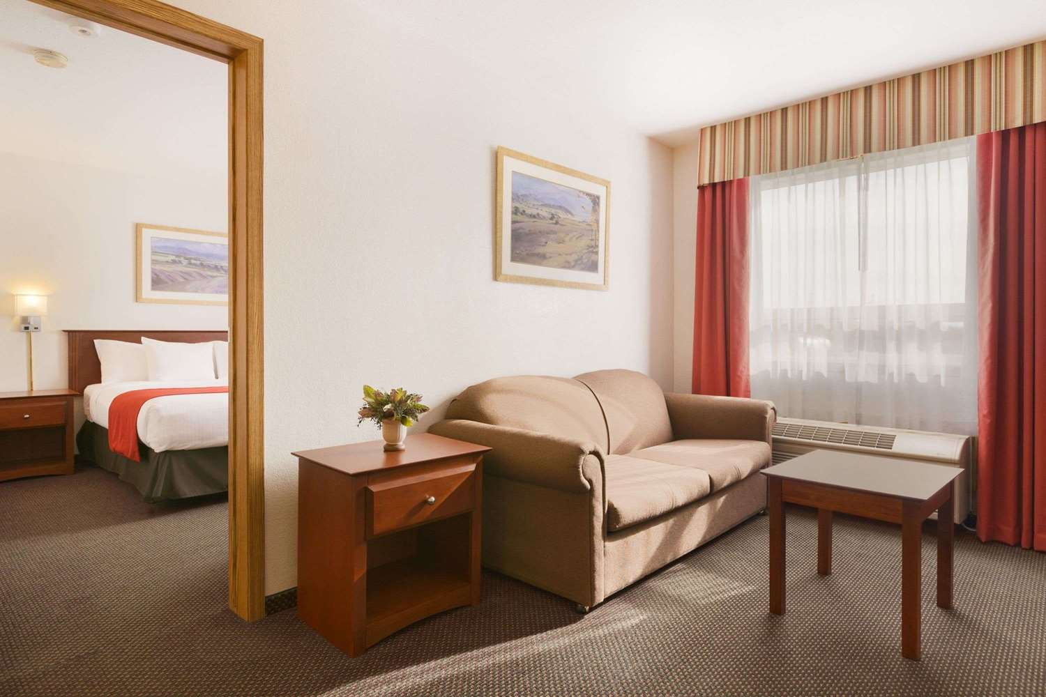 Suite - Super 8 Hotel Drayton Valley