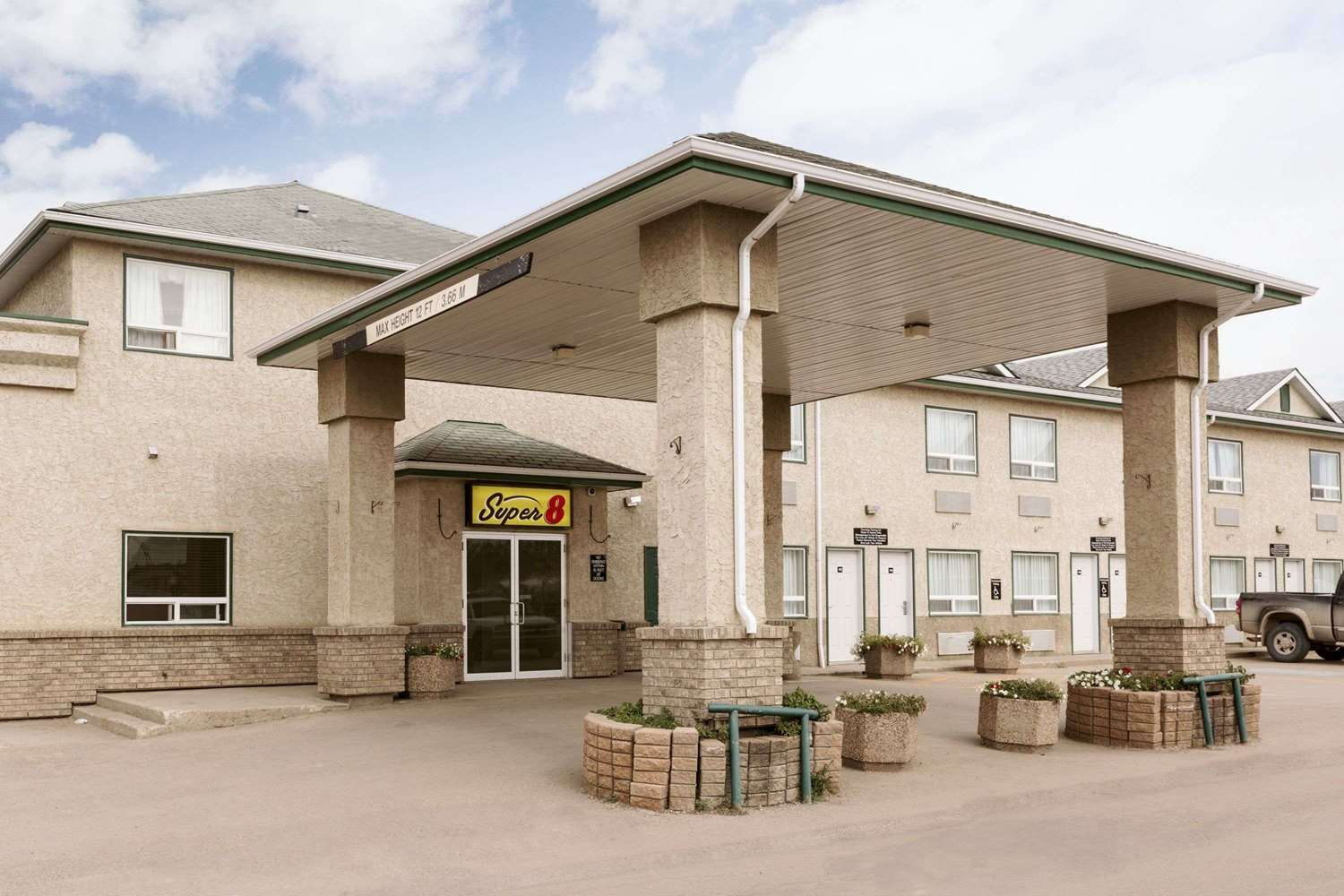Exterior view - Super 8 Hotel Drayton Valley