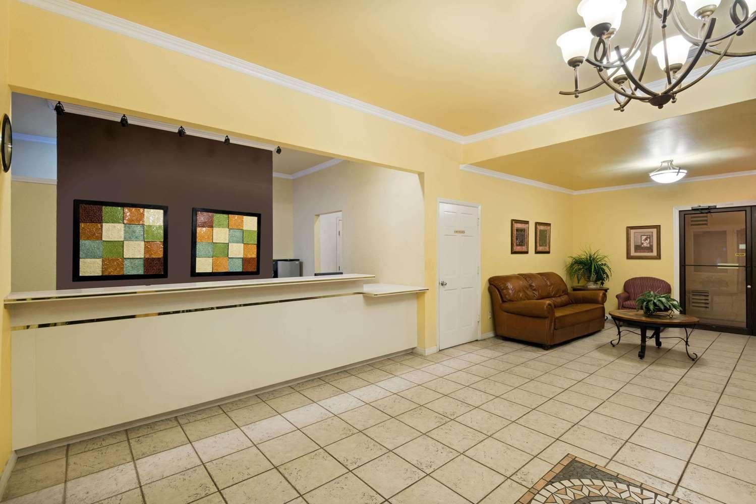 Lobby - Days Inn Northwest SeaWorld San Antonio