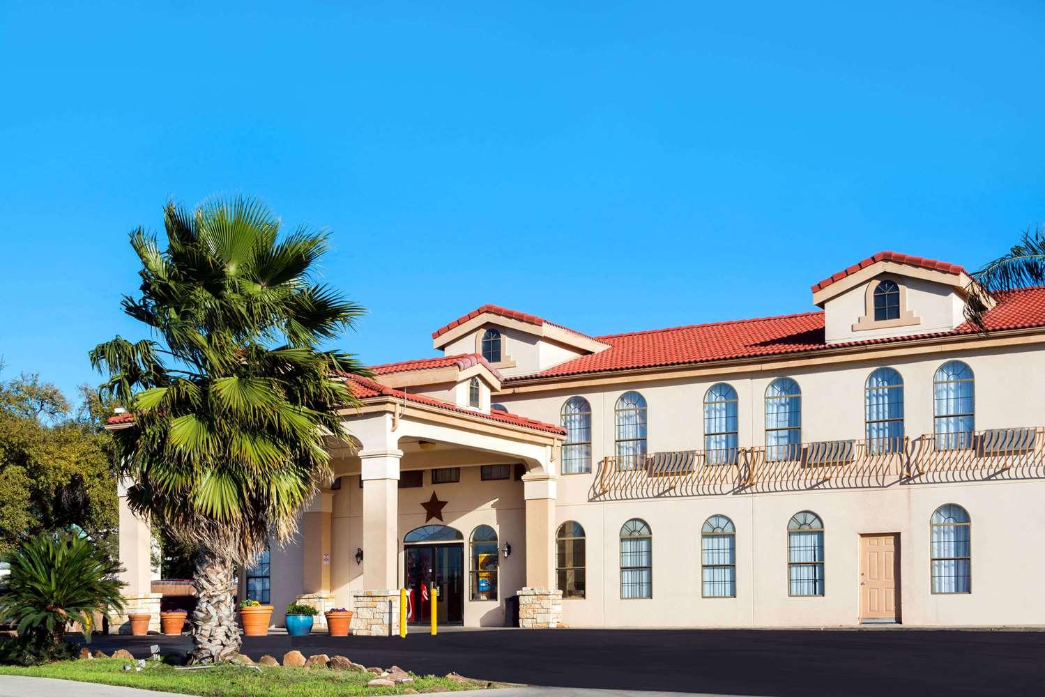 Exterior view - Days Inn Northwest SeaWorld San Antonio