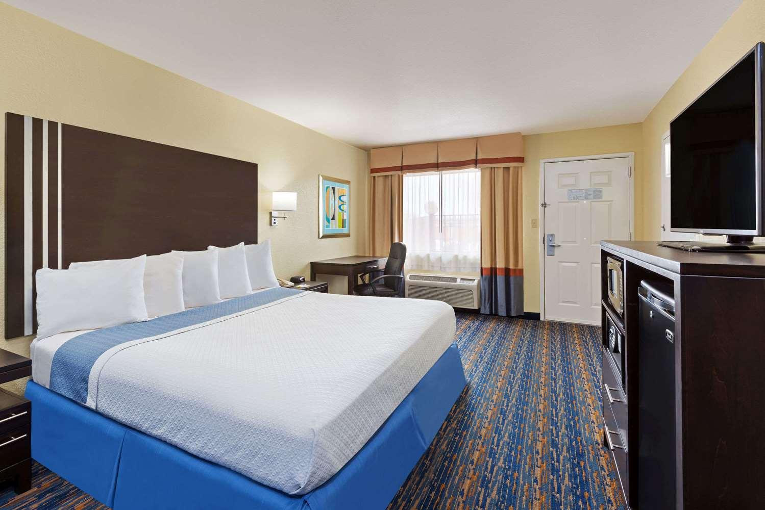 Room - Days Inn Northwest SeaWorld San Antonio