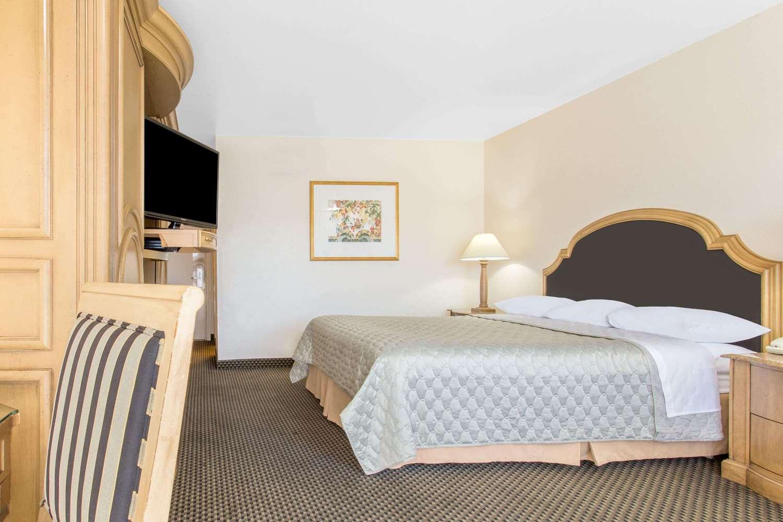 Room - Days Inn Modesto