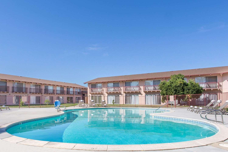 Pool - Days Inn Modesto