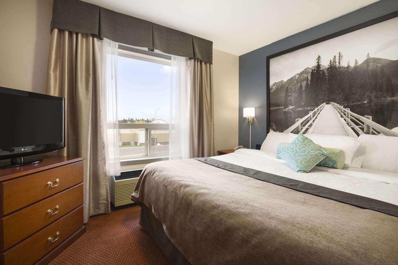 Suite - Super 8 Hotel Whitecourt