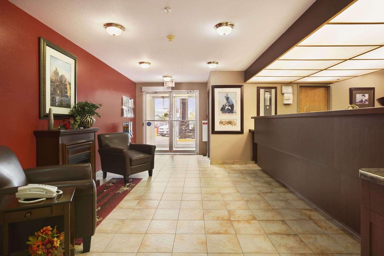 Lobby - Super 8 Hotel Whitecourt
