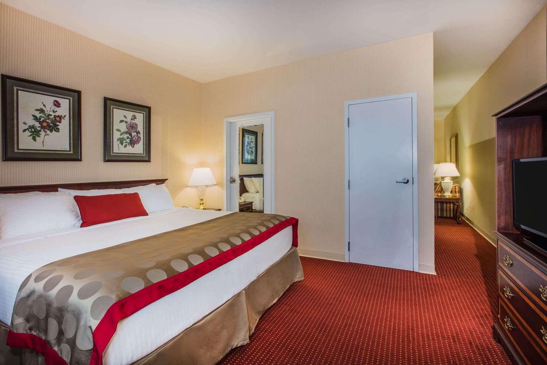 Room - Ramada Inn at Historic Ligonier