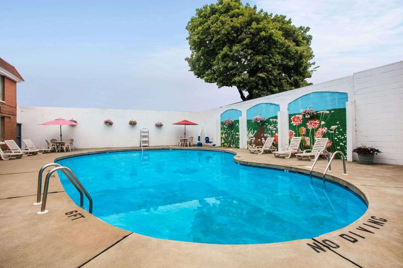 Pool - Ramada Inn at Historic Ligonier