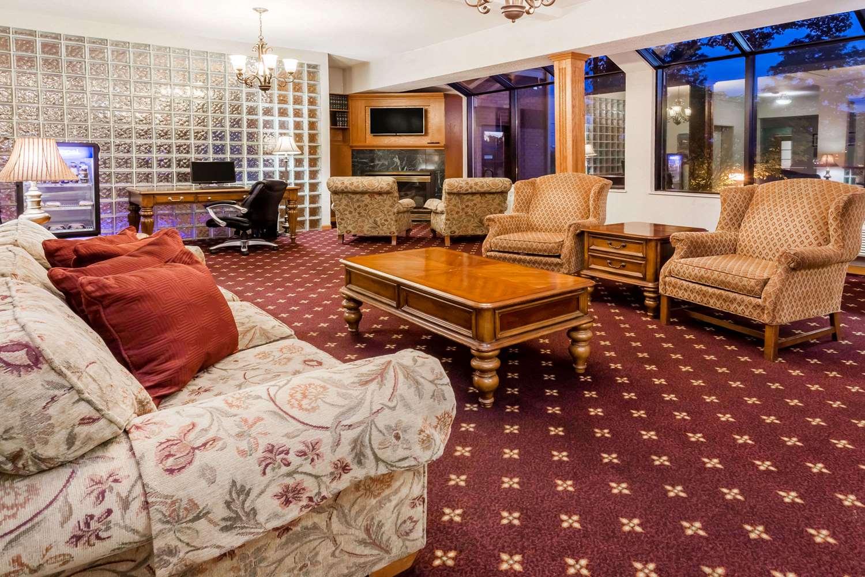 Lobby - Days Inn Madison