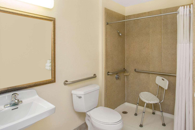 Room - Days Inn Titusville