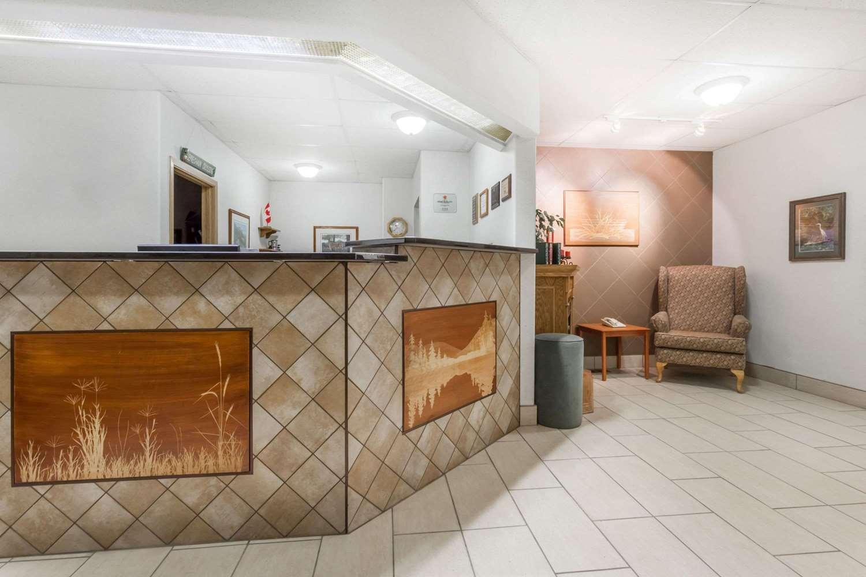 Lobby - Super 8 Hotel Dauphin
