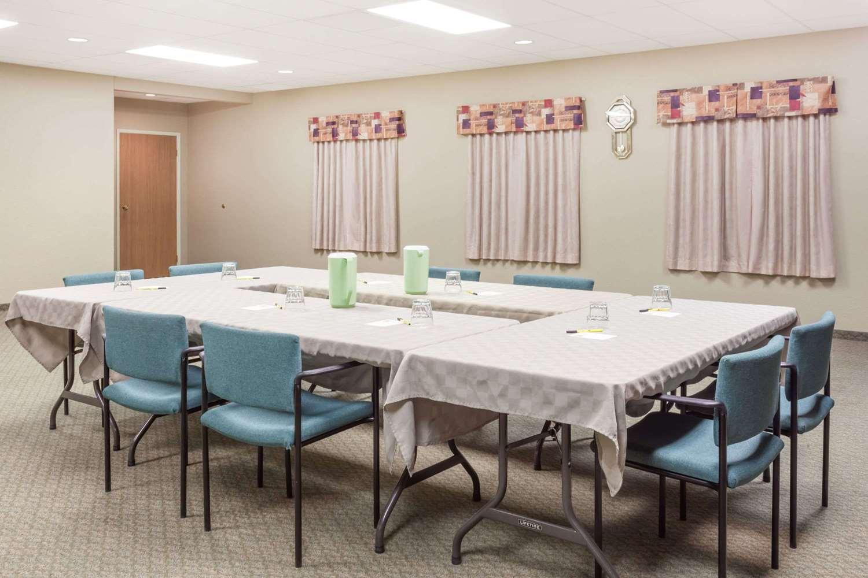Meeting Facilities - Super 8 Hotel Dauphin
