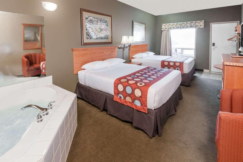 Suite - Super 8 Hotel Three Hills