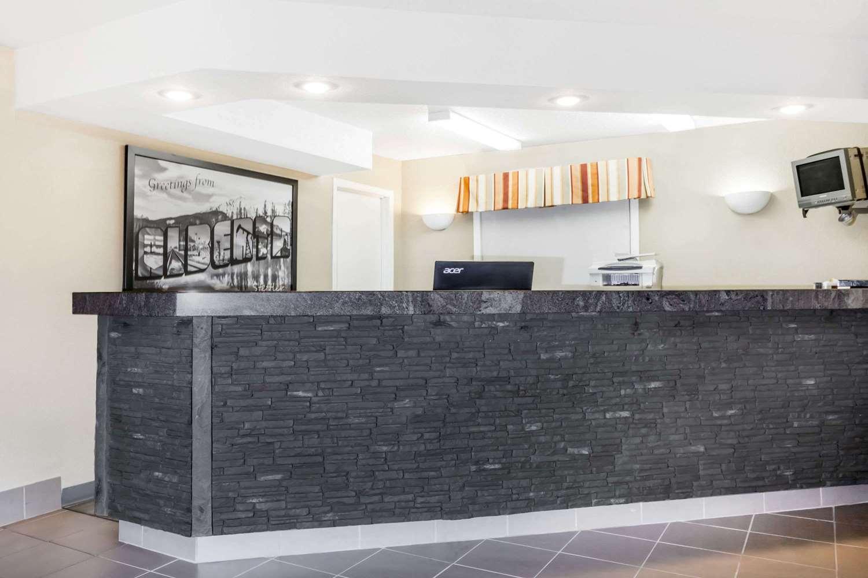 Lobby - Super 8 Hotel Stettler