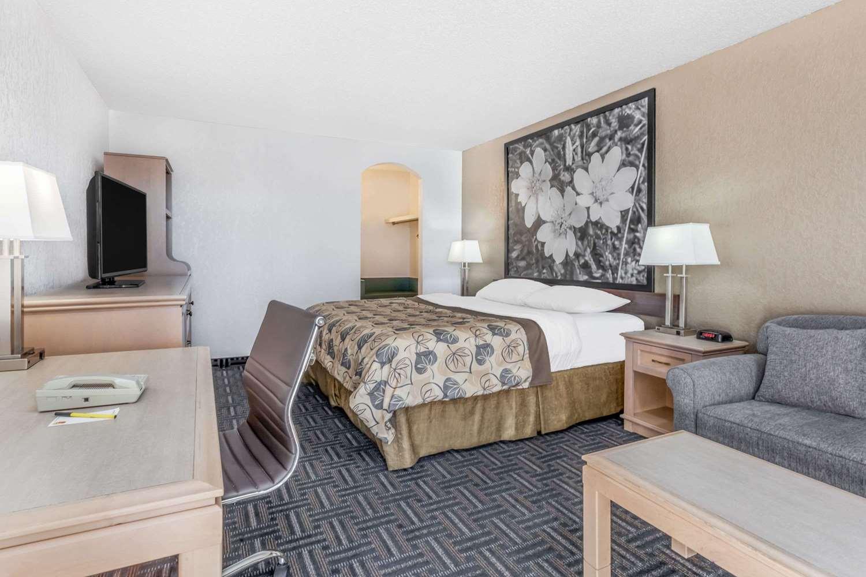 Suite - Super 8 Hotel Stettler
