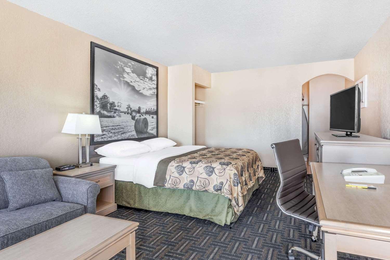 Room - Super 8 Hotel Stettler