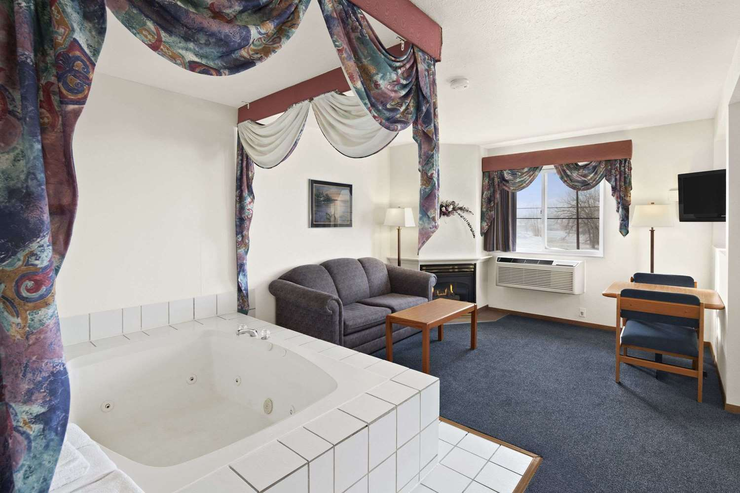 Suite - Super 8 Hotel Swift Current