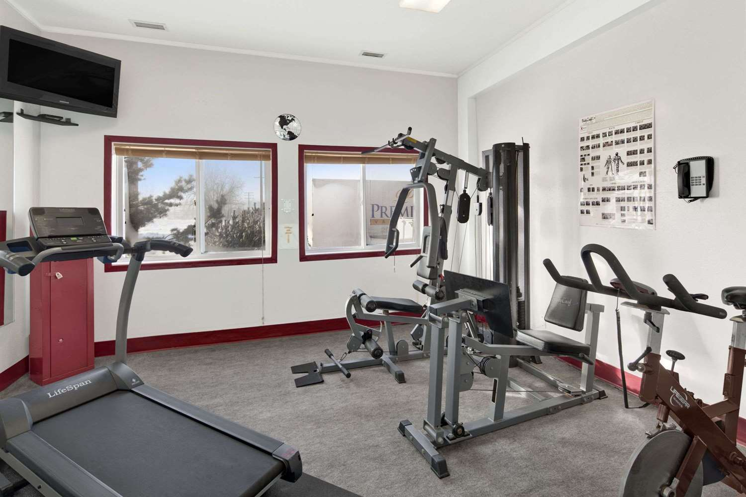Fitness/ Exercise Room - Super 8 Hotel Swift Current