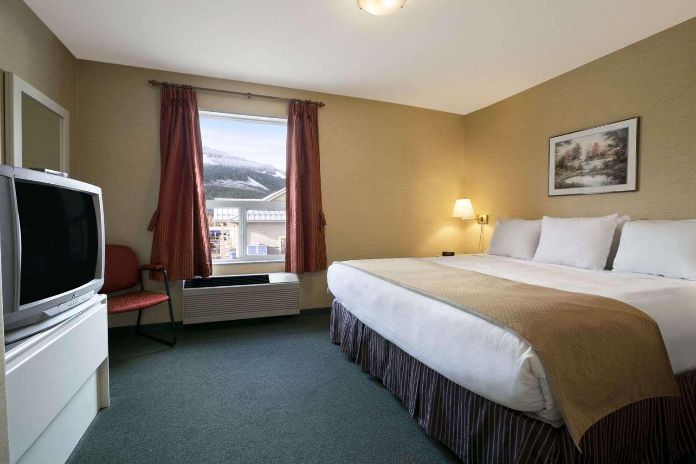 Suite - Super 8 Hotel Revelstoke