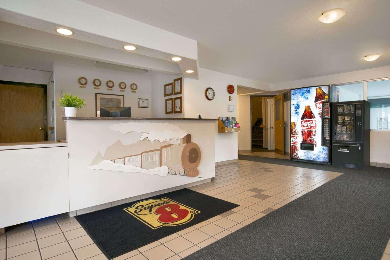 Lobby - Super 8 Hotel Revelstoke