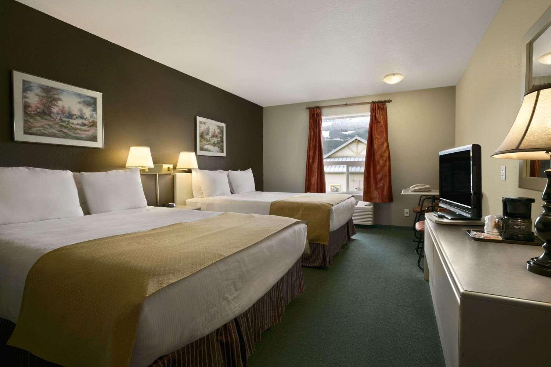 Room - Super 8 Hotel Revelstoke