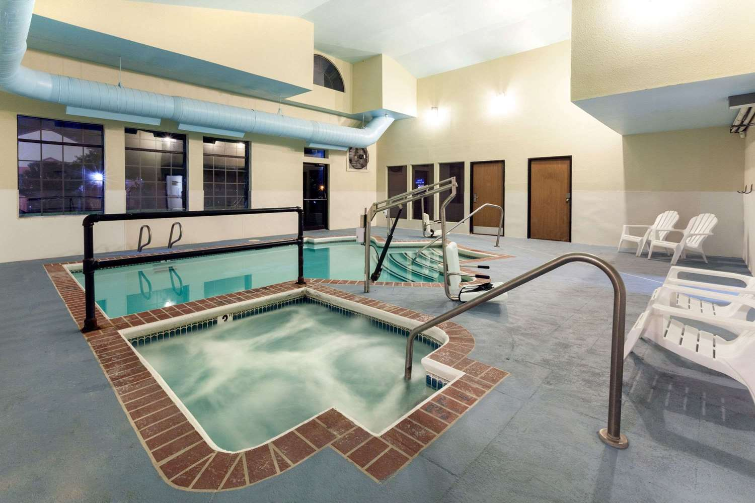 Pool - Super 8 Hotel Downtown Tulsa