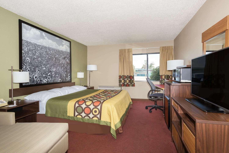 Room - Super 8 Hotel Sterling