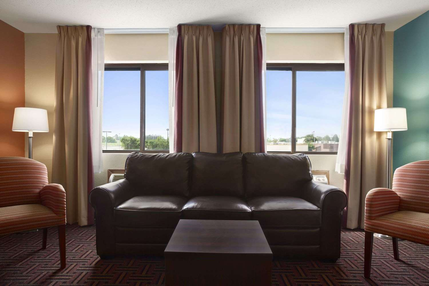 Suite - Super 8 Hotel Fairview Heights