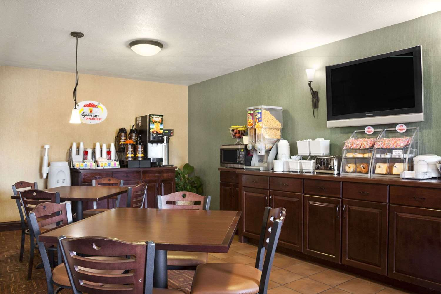 Restaurant - Super 8 Hotel Fairview Heights