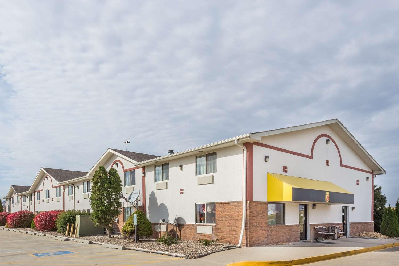 Exterior view - Super 8 Hotel Pontiac