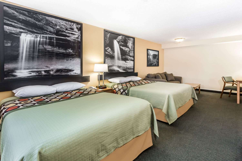 Room - Super 8 Hotel Ottawa