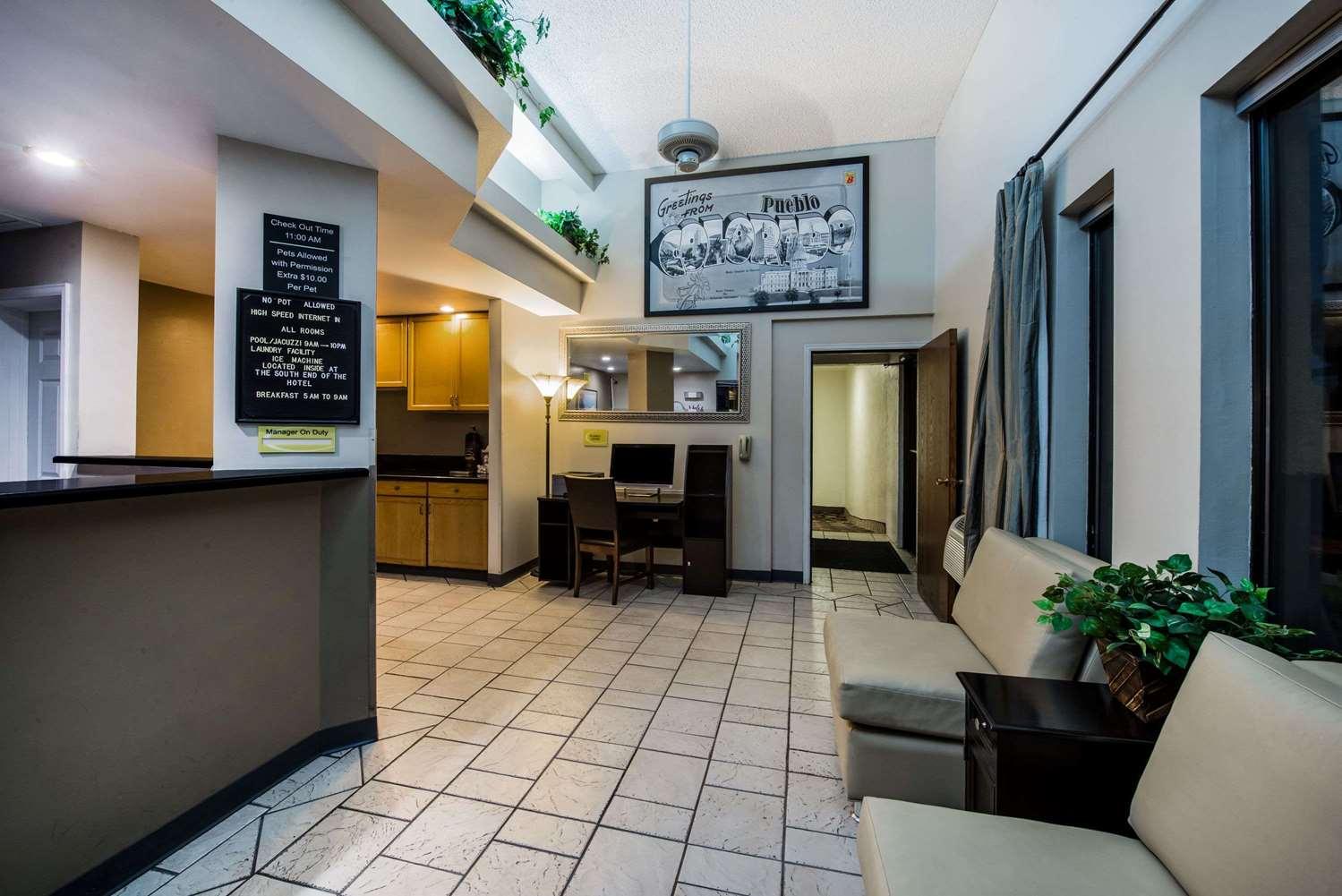 Lobby - Super 8 Hotel Pueblo