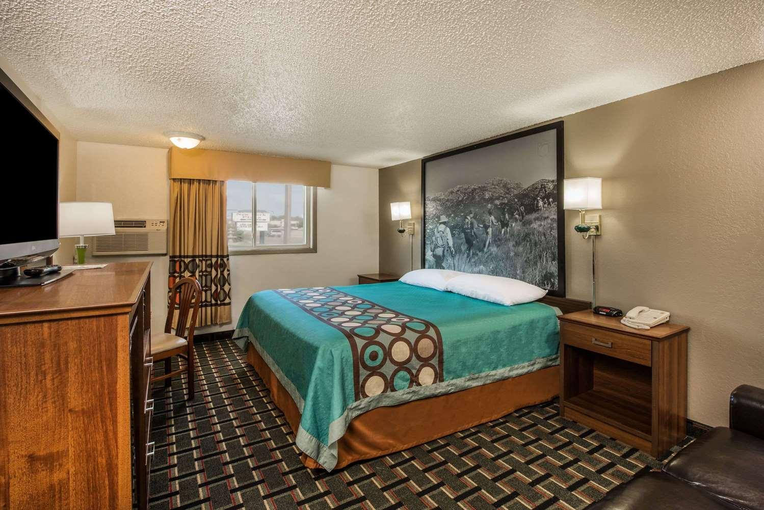 Room - Super 8 Hotel Pueblo