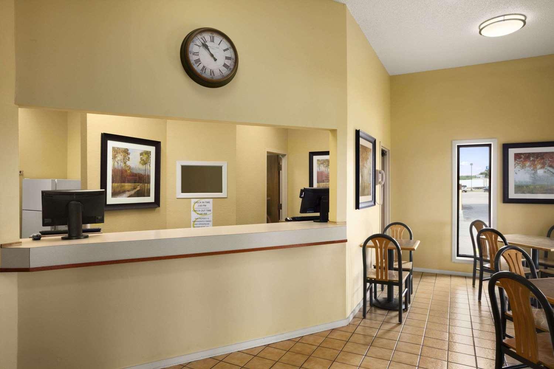 Lobby - Super 8 Hotel Marion