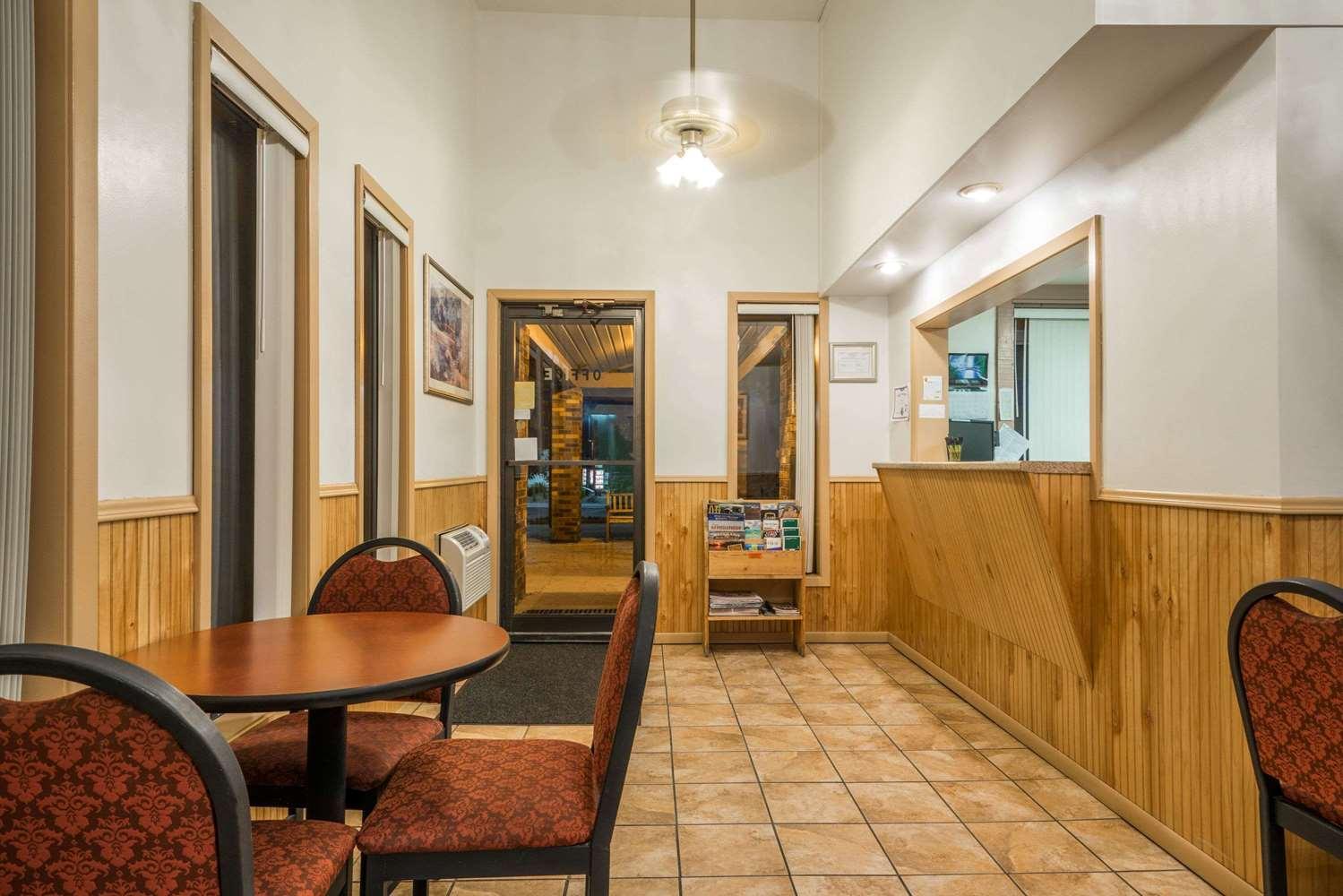 Lobby - Super 8 Hotel Fergus Falls