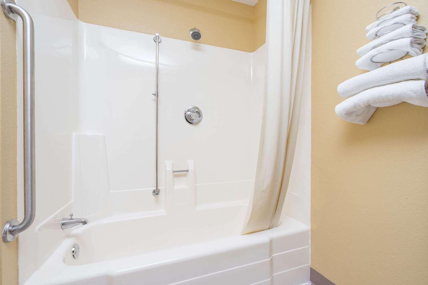 Room - Super 8 Hotel Fergus Falls