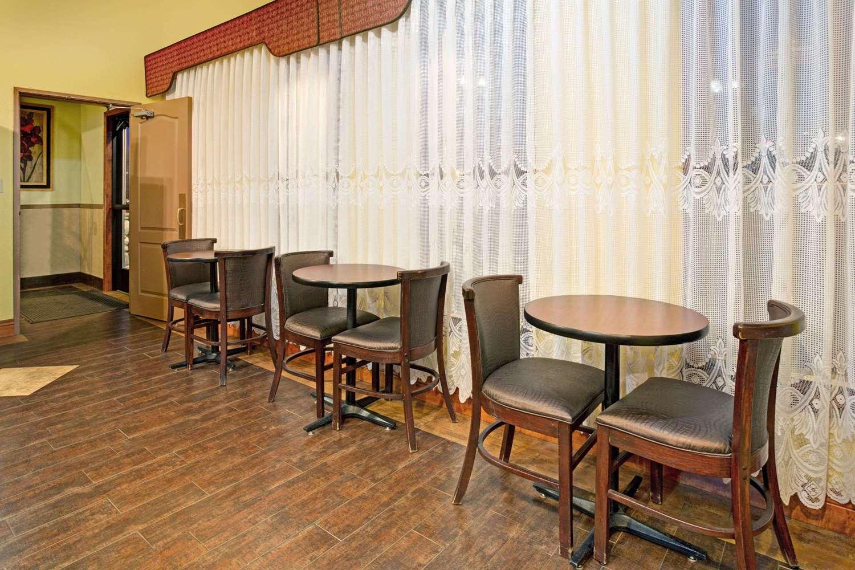 Lobby - Super 8 Hotel Castle Rock