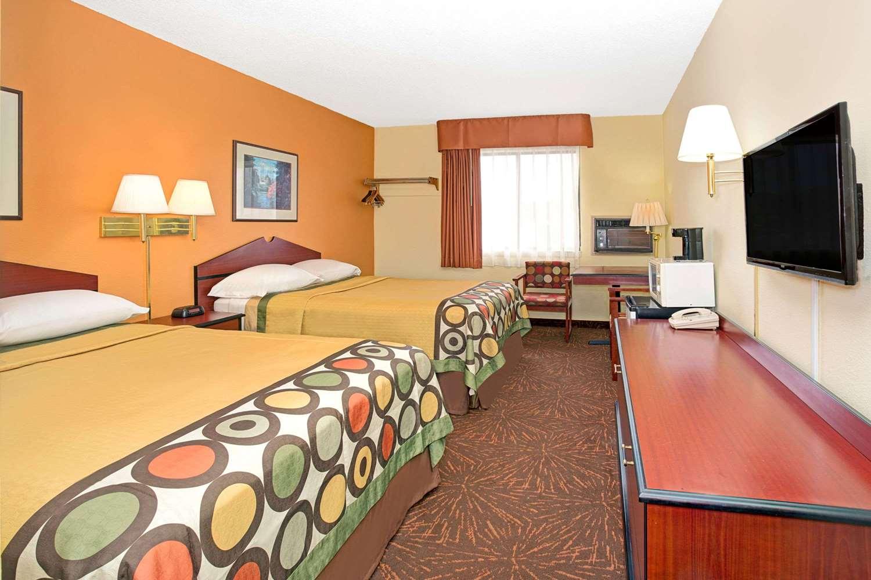 Room - Super 8 Hotel Castle Rock