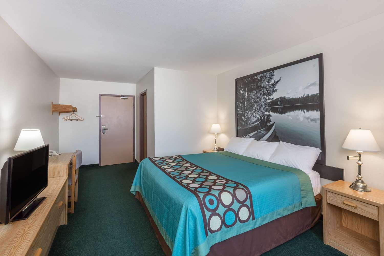 Room - Super 8 Hotel Moose Jaw