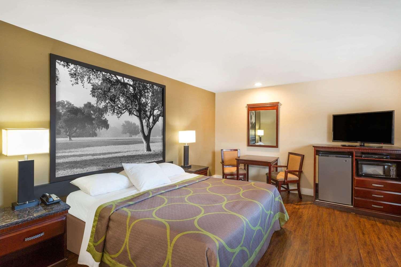 Room - Super 8 Hotel Martinez