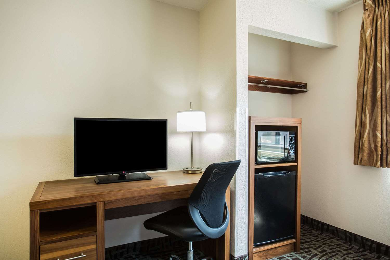 Room - Super 8 Hotel I-40 Loop Flagstaff