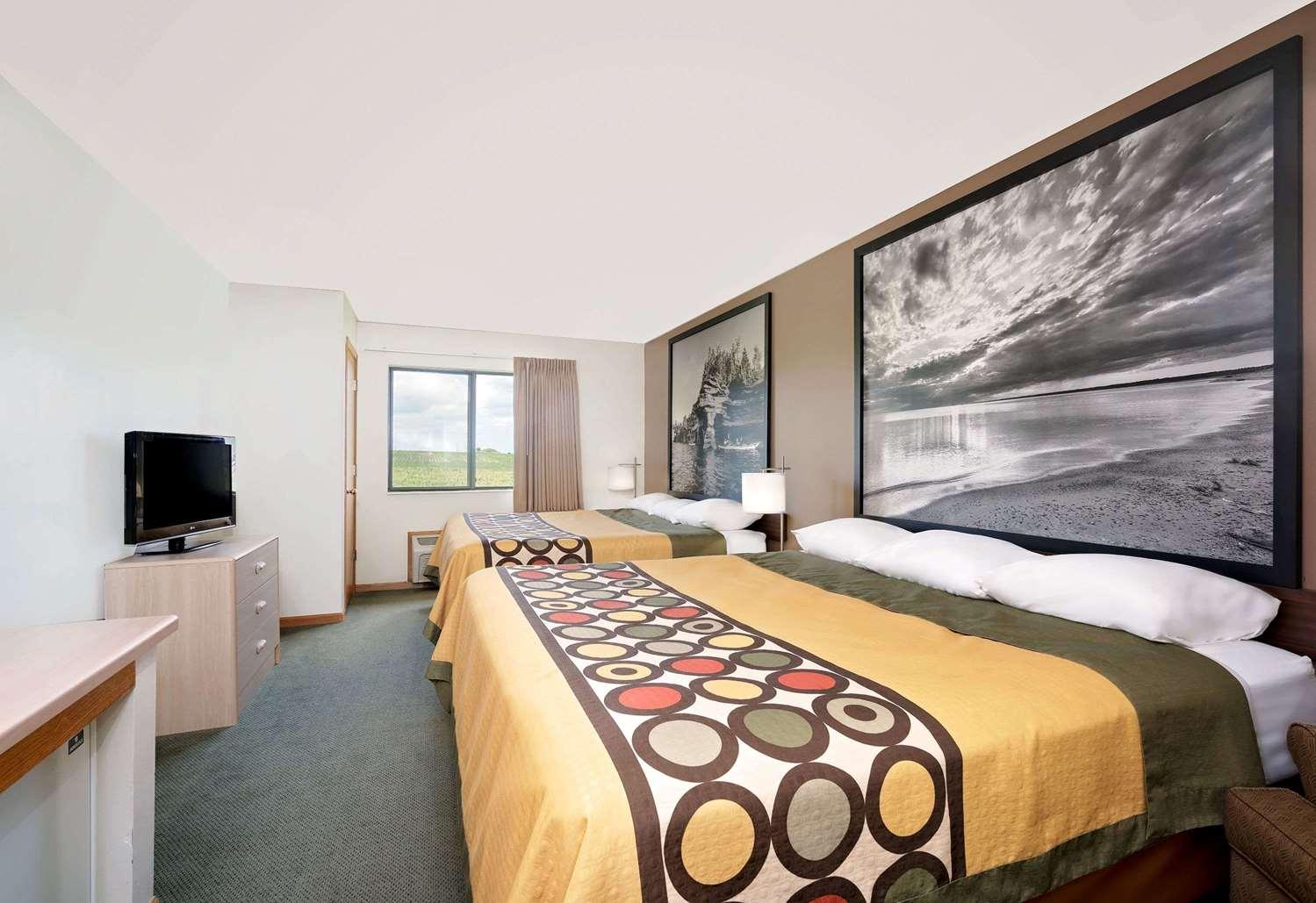 Room - Super 8 Hotel Mauston