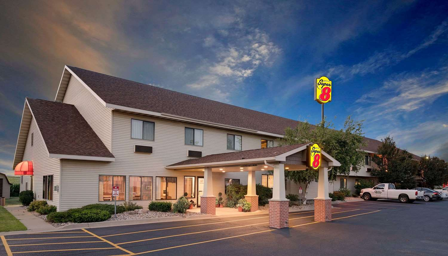 Exterior view - Super 8 Hotel Mauston