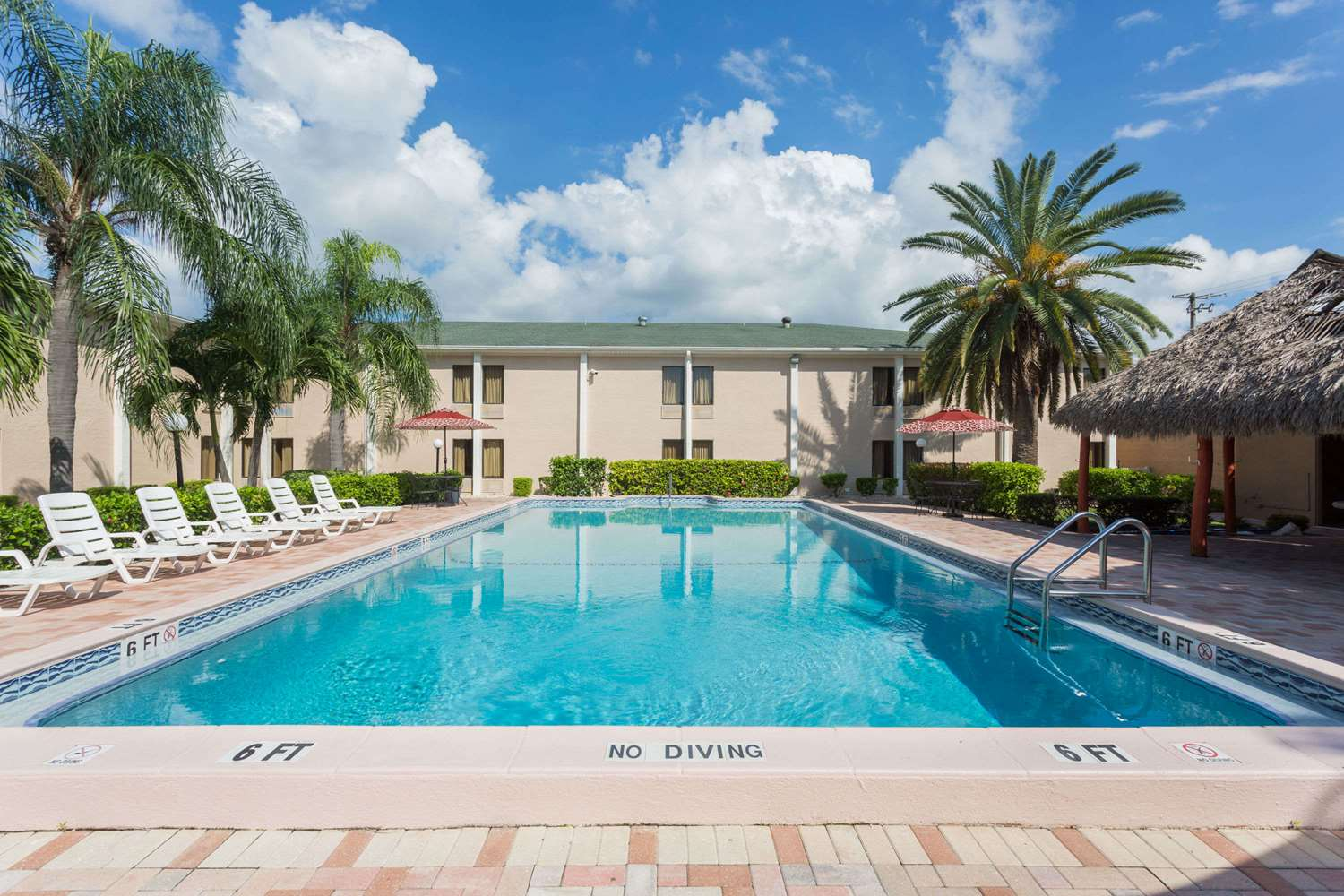 Pool - Travelodge Fort Myers