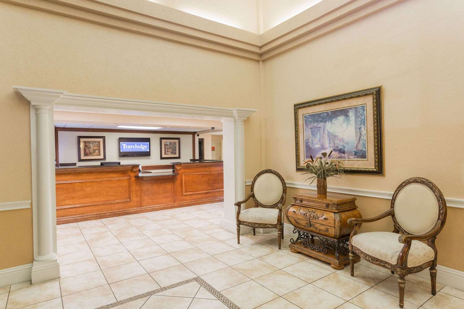 Lobby - Travelodge Fort Myers