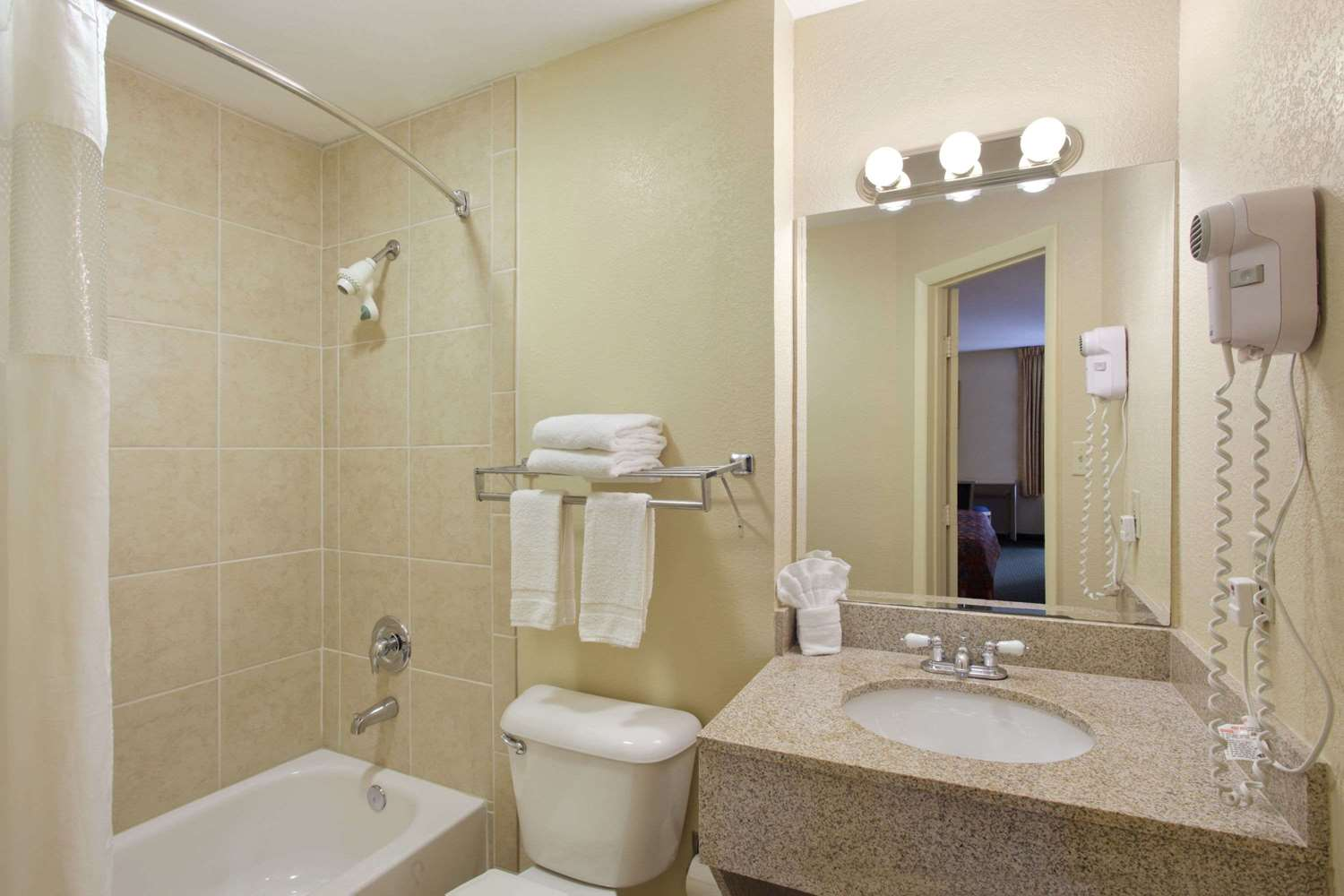 Room - Travelodge Fort Myers